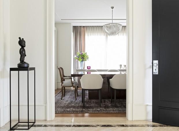 Arquiteto comenta os principais dilemas da decoração: Qual é a altura ideal para o rodapé? Ele deve combinar com o piso, paredes ou batentes? (Foto: Divulgação)