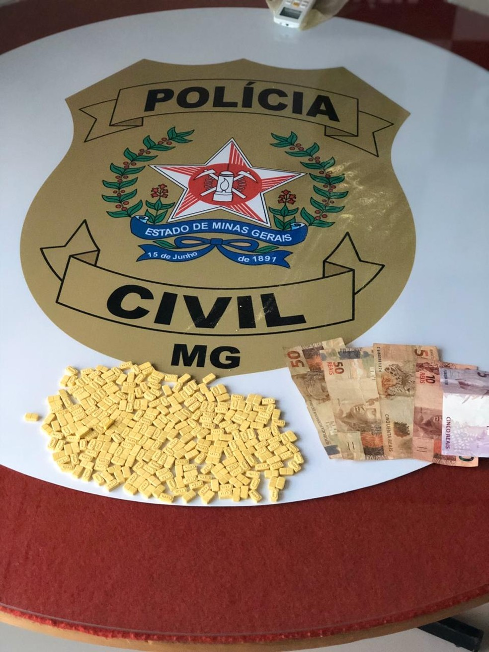 O restante dos comprimidos apreendidos pela Polícia Civil — Foto: Polícia Civil / Divulgação