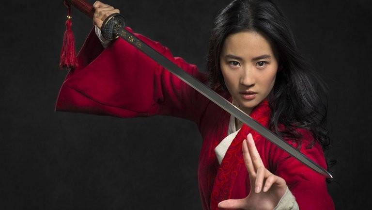 A atriz chinesa Yifei Liu como a guerreira Mulan (Foto: Divulgação)