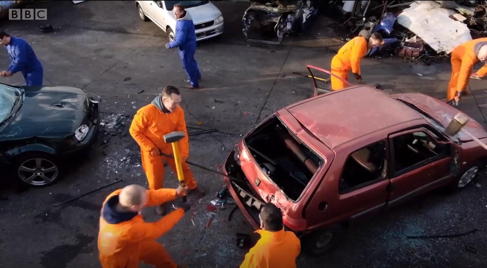 Empresa holandesa providencia ferramentas de destruição e kits de segurança  (Foto: BBC)