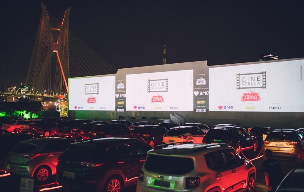 Cinema drive-in Arena estaiada — Foto: Divulgação/Flash Bang