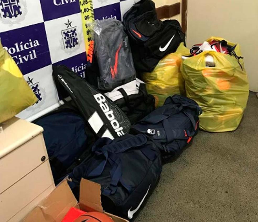 Produtos esportivos que foram furtados de loja de Feira de Santana foram apreendidos pela polícia — Foto: Divulgação/SSP-BA