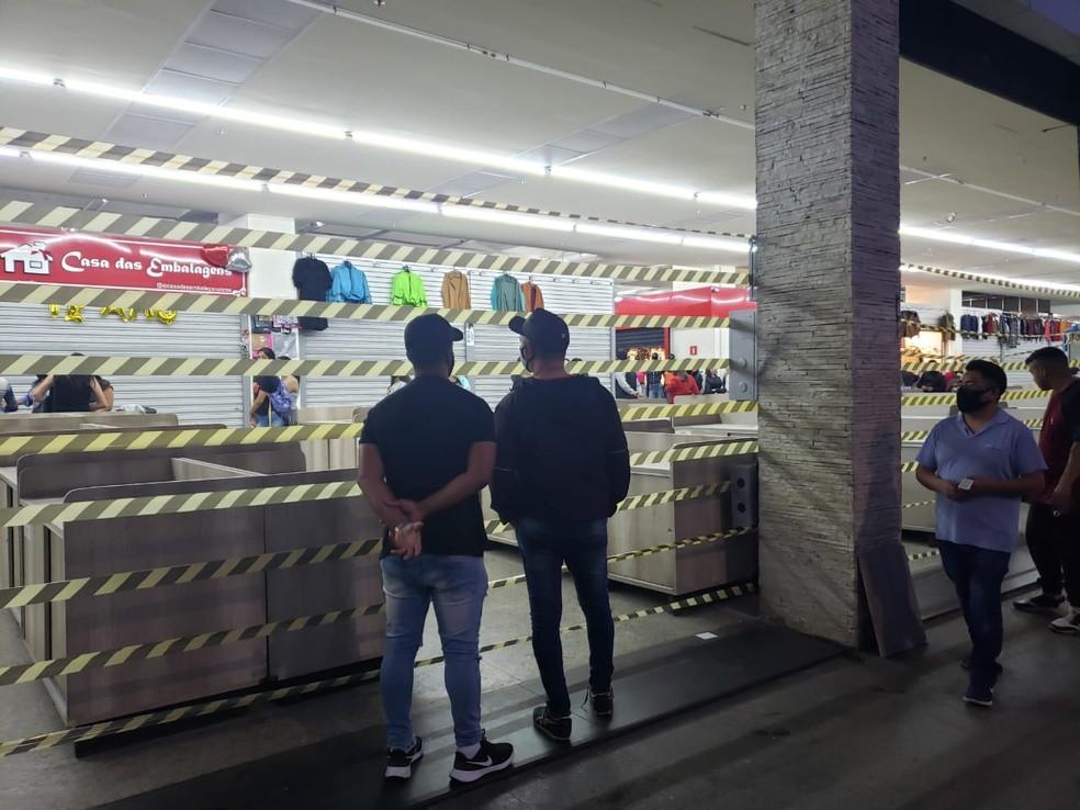 Lojas investem em medidas de isolamento  — Foto: Tatiana Santiago/G1
