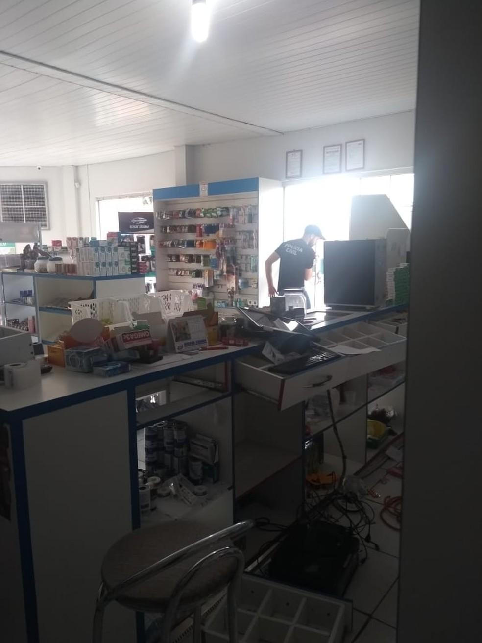 Estabelecimento foi revirado por ladrão — Foto: Divulgação/Raimundo da Silva