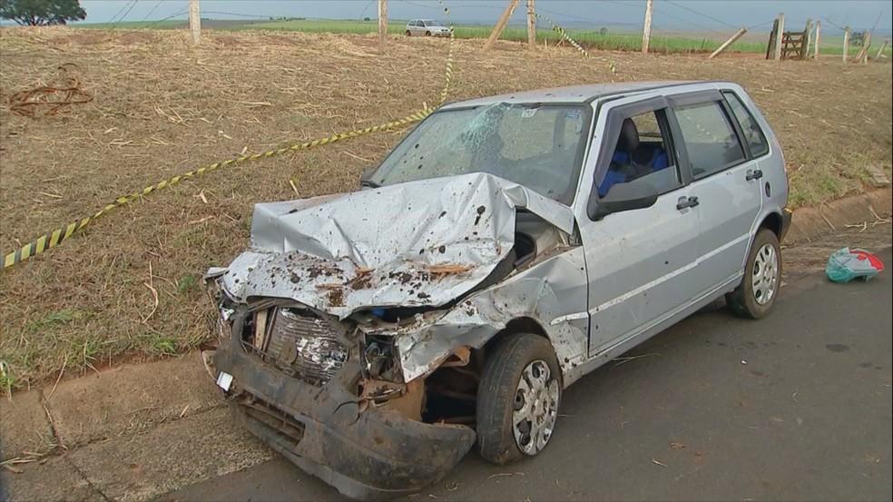 Motorista do veículo tentou desviar mas acabou atingida (Foto: Reprodução/TV TEM)