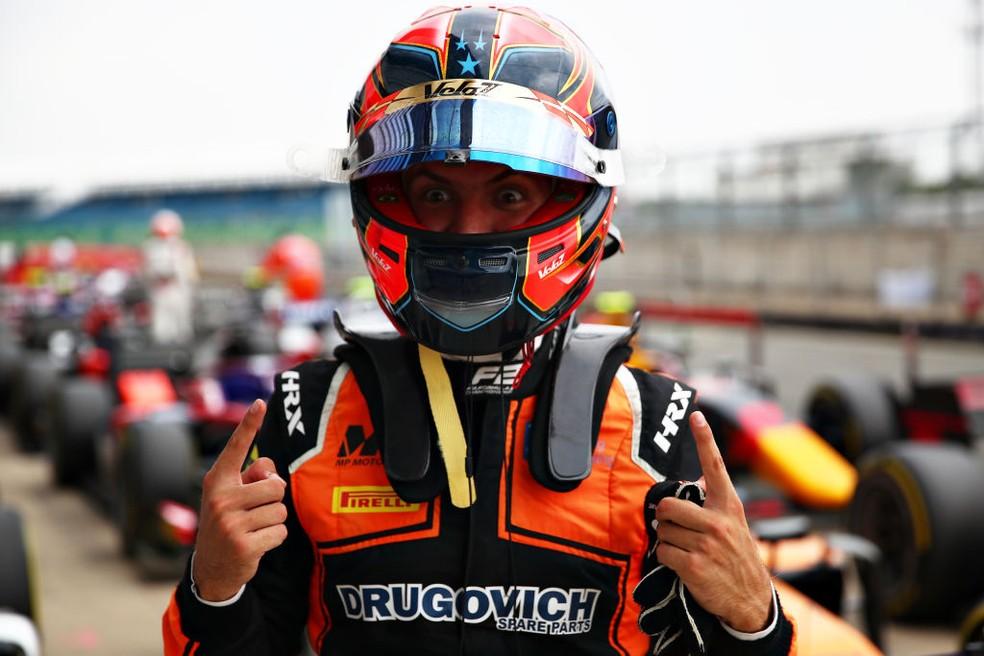 Felipe Drugovich comemora primeira pole position na Fórmula 2 — Foto: Joe Portlock/Getty Images