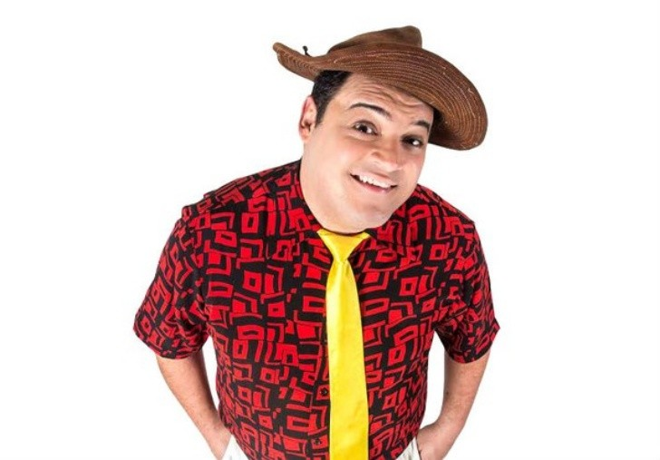 É melhor rir... Matheus Ceará comanda noite de humor em Fernando de Noronha