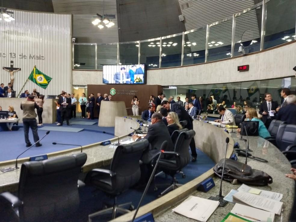 Deputados estaduais do Ceará votam em sessão extraordinário pacote de medidas para tentar conter violência — Foto: Kilvia Muniz/SVM