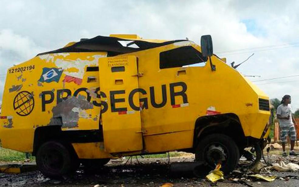 Não houve feridos no ataque ao carro-forte (Foto: Polícia Militar/Divulgação)