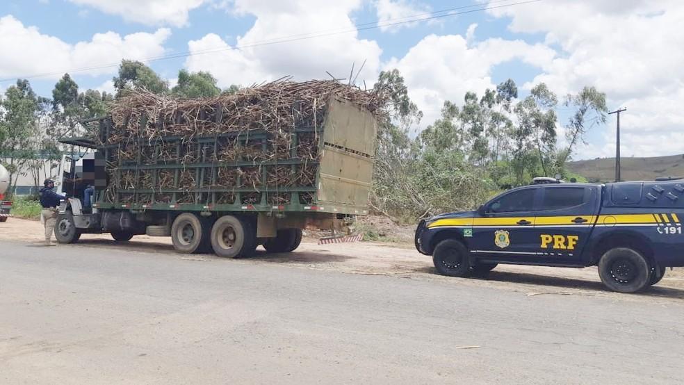 Operação da PRF para fiscalizar o transporte de cana-de-açúcar foi realizada entre os dias 22 e 30 de novembro — Foto: Divulgação/Polícia Rodoviária Federal