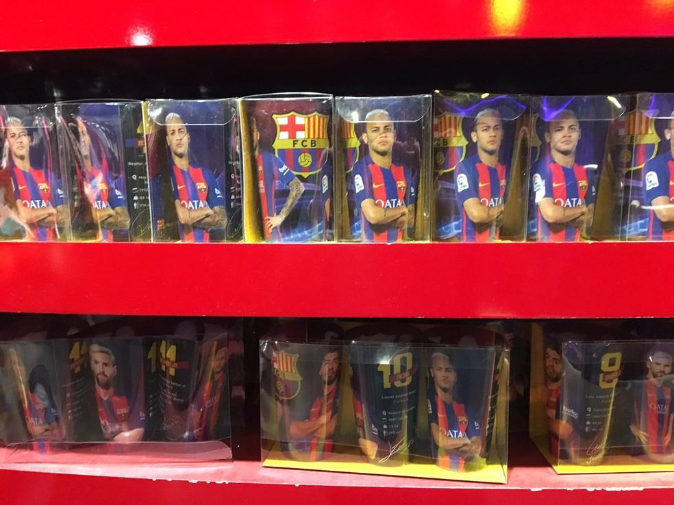 Copos do trio Neymar, Messi e Luis Suárez na loja oficial do Barcelona no Camp Nou (Foto: Ivan Raupp/GloboEsporte.com)
