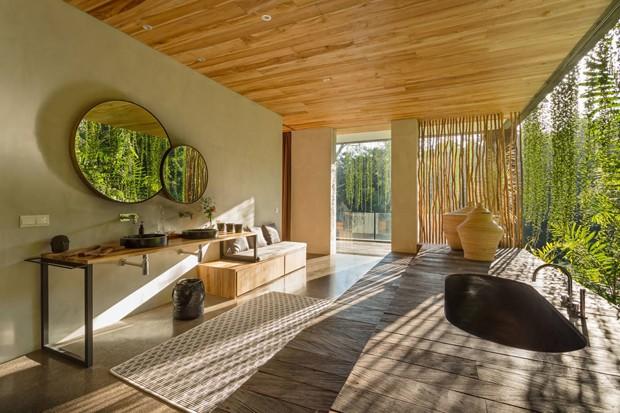 Décor do dia: banheiro com spa em clima tropical (Foto: Divulgação)