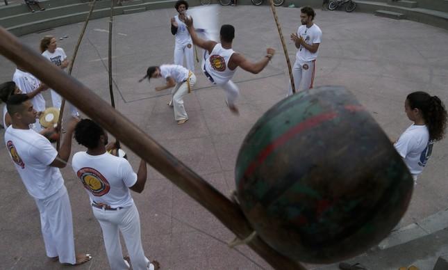 Grupo de capoeira Senzala, no Leme
