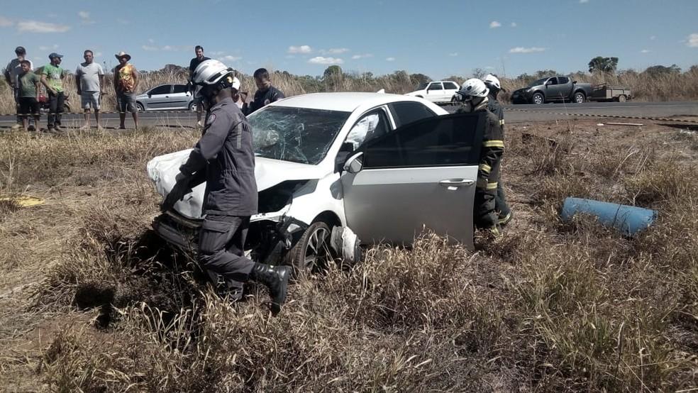 Idoso de 77 anos morre e outras 2 pessoas ficam feridas após colisão entre carros na BA (Foto: Wagner Medeiros/Blogbraga)