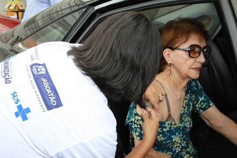 Vacinação contra a gripe em Jaboatão dos Guararapes, no Grande Recife — Foto: Chico Bezerra/Divulgação