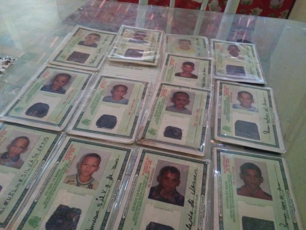 Casal que tinha 13 filhos com nomes iniciados com a letra 'R', em tributo a ex-jogadores, aumenta 'time'  — Foto: Arquivo Pessoal