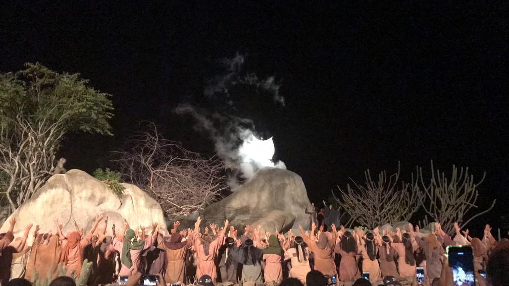 Cena da ressurreição de Cristo emociona milhares em Nova Jerusalém (Foto: Joalline Nascimento/G1)