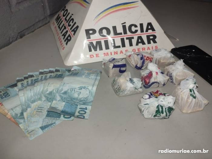 PM apreende crack em operação de combate ao tráfico de drogas em Carangola