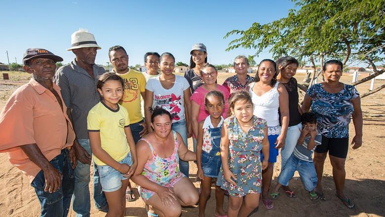Familiares e agricultores do projeto Viva o Semi Árido (Foto: Divulgação/FIDA)