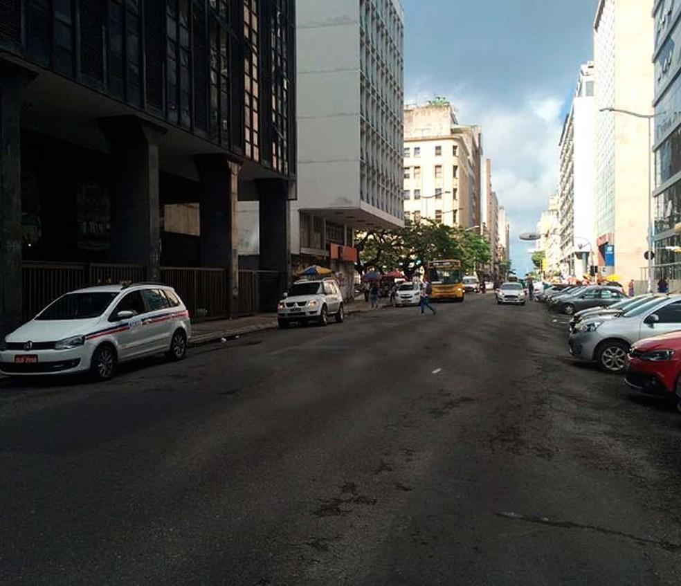 Polícia Federal cumpriu mandados da operação Condotieri no bairro do Comércio, em  Salvador (Foto: Eduardo Barbosa/TV Bahia)