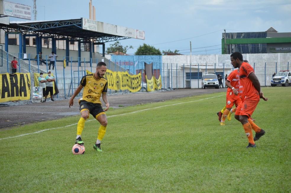 Castanhal venceu o Carajás por 2 a 0 no Modelão — Foto: Jivago Lemos
