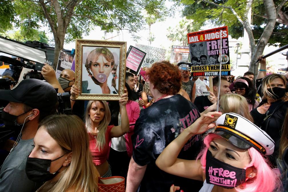 Fãs de Britney Spears fazem manifestação  — Foto: REUTERS/Mario Anzuoni