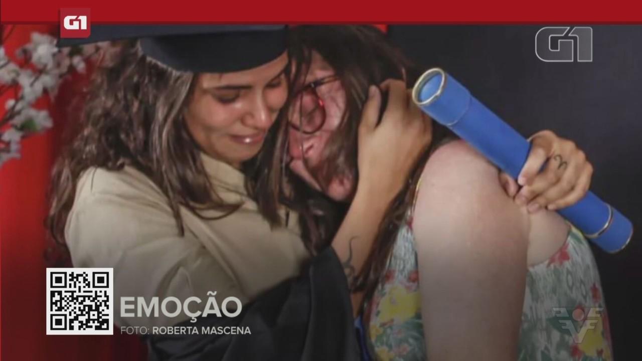 G1 em 1 minuto - Santos: Mãe faz relato após filha se vestir de faxineira em formatura