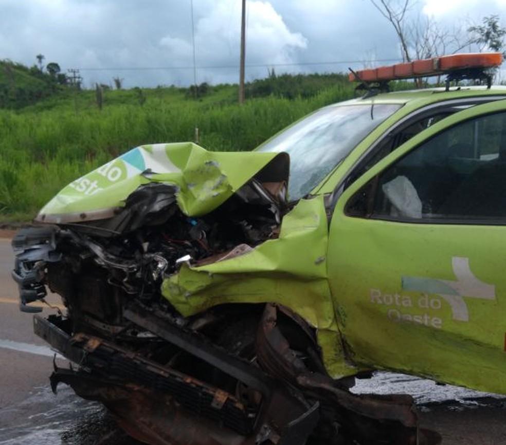 Caminhonete da concessionária que administra o trecho se envolveu no acidente (Foto: Marcos Pessoa/Arquivo Pessoal)