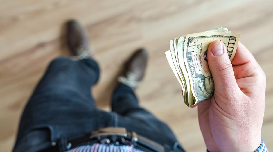 dólar, dinheiro, notas, mão (Foto: Reprodução/Pexels)