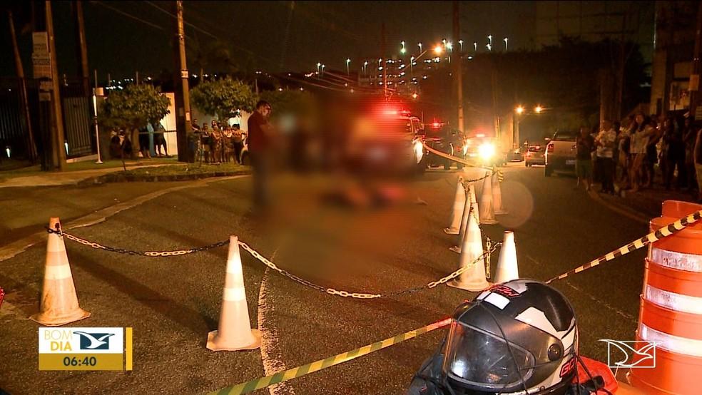Homem foi morto a tiros por dois suspeitos ainda não reconhecidos em São Luís — Foto: Reprodução/TV Mirante