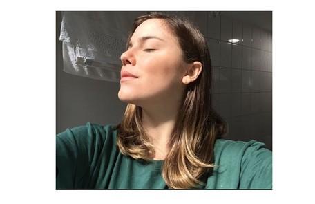 Alice Wegmann anunciou numa carta que, após ter os sintomas da doença, foi tratada remotamente e está curada da Covid-19 Reprodução