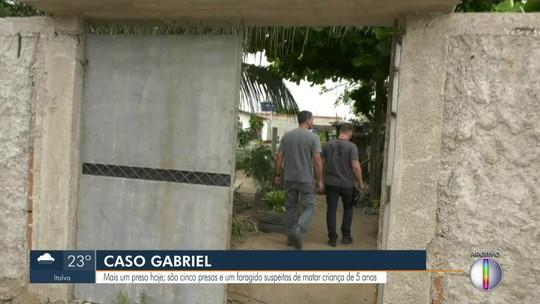 Polícia prende quinto suspeito de envolvimento na morte de avô e neto de 5 anos no RJ