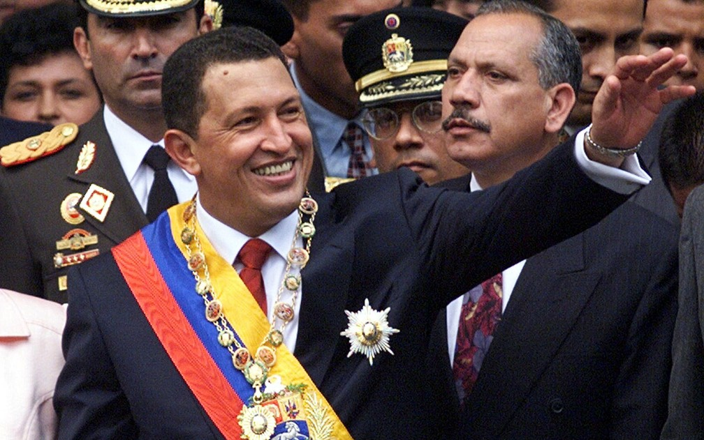 Hugo Chávez no dia de sua posse como presidente da Venezuela, em 1999 — Foto: Reuters/Kimberly White/File Photo