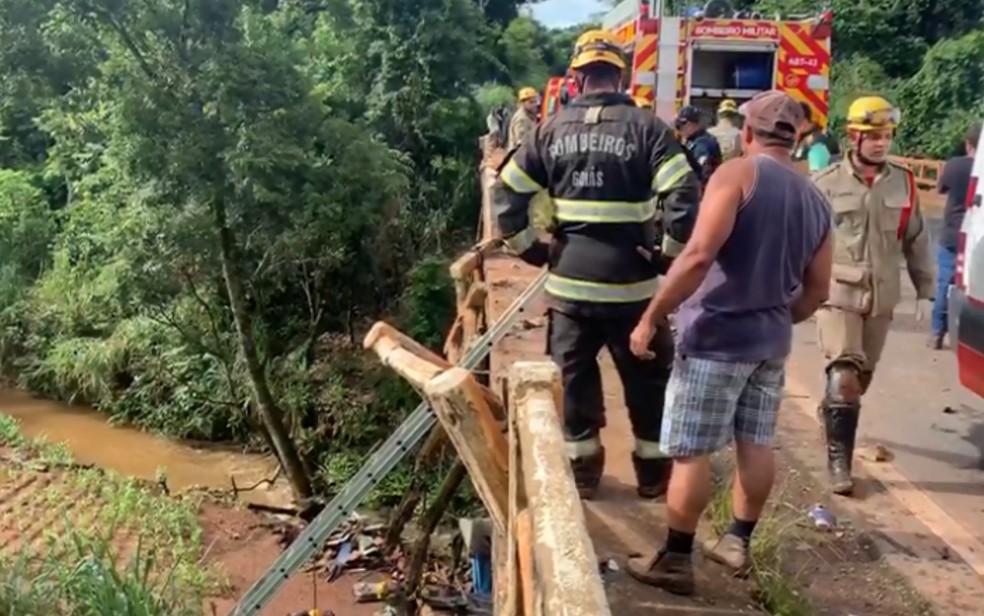 Samu e bombeiros fizeram atendimentos durante grave acidente, em Anápolis — Foto: Reprodução/TV Anhanguera