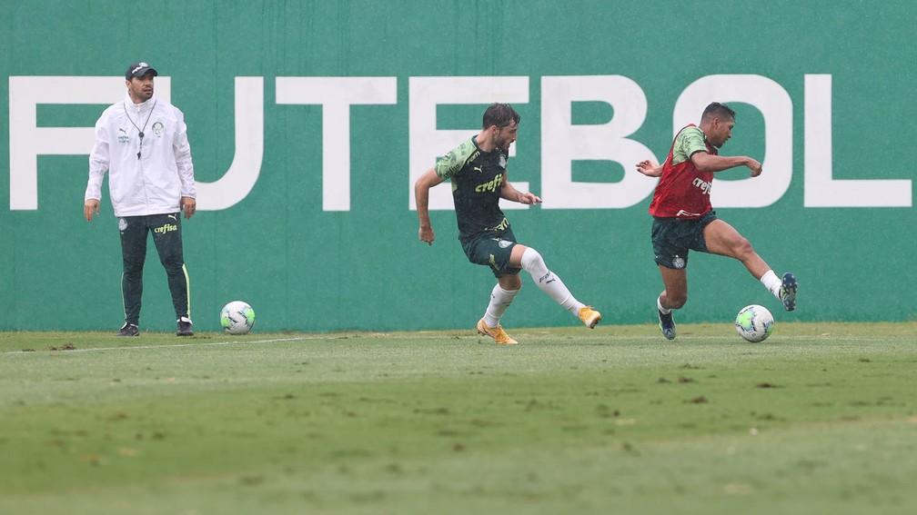 Escalação do Palmeiras: Abel Ferreira comanda treino com titulares na Academia de Futebol