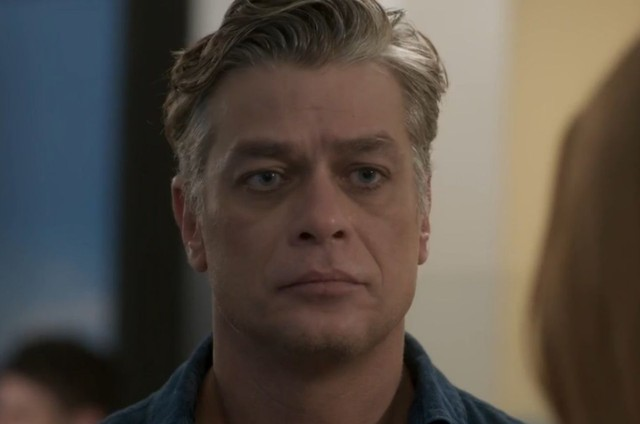 Fabio Assunção em cena como o Arthur em 'Totalmente demais' (Foto: TV Globo)