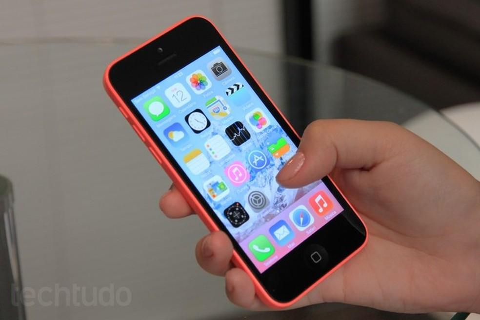 ... iPhone 5C chegou ao mercado em 2013 com diversas cores — Foto  Isadora  Diaz   5030aa2262