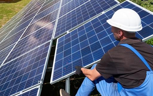 """""""Telhados solares"""" devem atrair aportes de R$16 bi no Brasil em 2020, diz associação"""