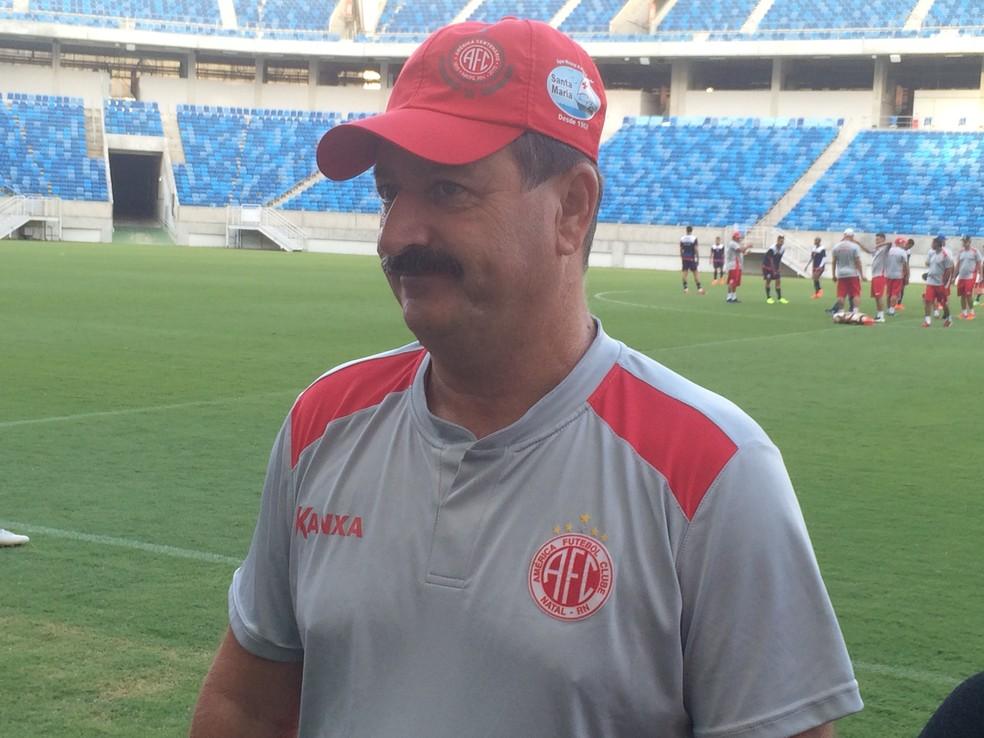 Apesar de ter escalação definida, Leandro Campos fecha treino do América-RN na Arena das Dunas. Variações foram testadas (Foto: Hugo Monte/GloboEsporte.com)