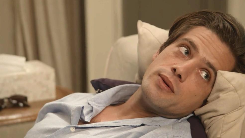 Daniel se consulta com Letícia e desabafa com a psicóloga em 'Espelho da Vida' — Foto: TVGLOBO