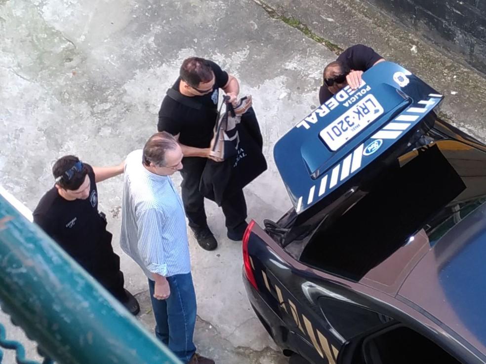 Leonardo Gryner é preso e levado para a sede da PF no Centro (Foto: Renato Souza/ TV Globo)