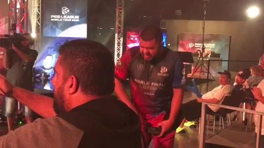 Josielqzosp chora após derrota da TopPESBrasil na semi do cooperativo