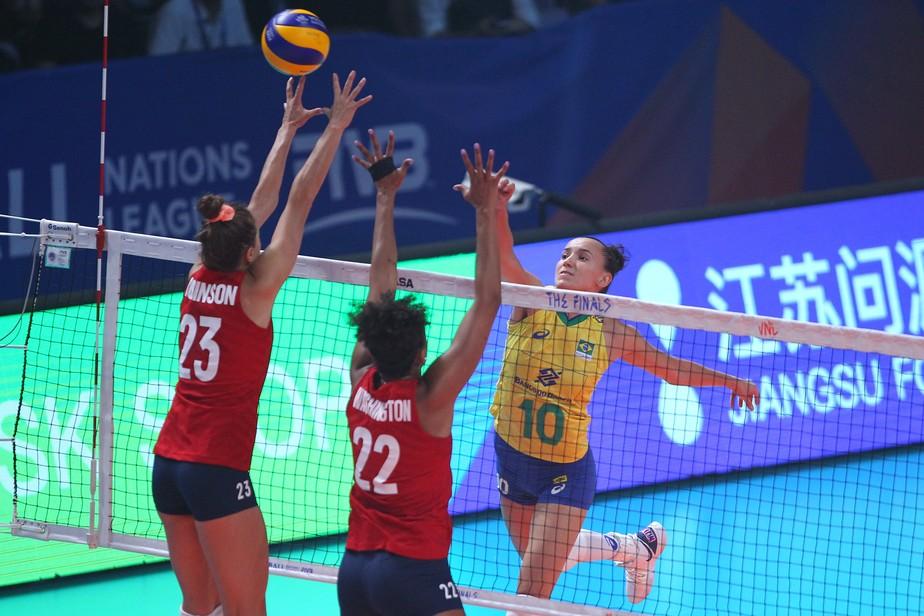 Brasil sai na frente, mas perde Natália e leva a virada para os EUA na final da Liga das Nações