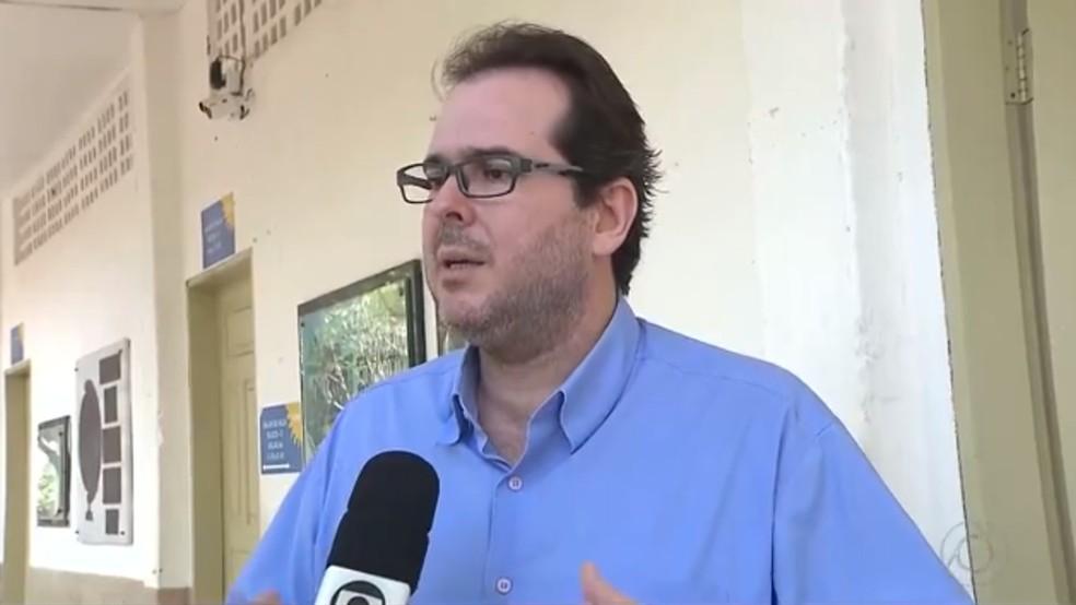 'Foram momentos de constragimento', disse Agassiz de Almeida Filho, coordenador adjunto do curso de direito da UEPB (Foto: Reprodução/TV Cabo Branco)