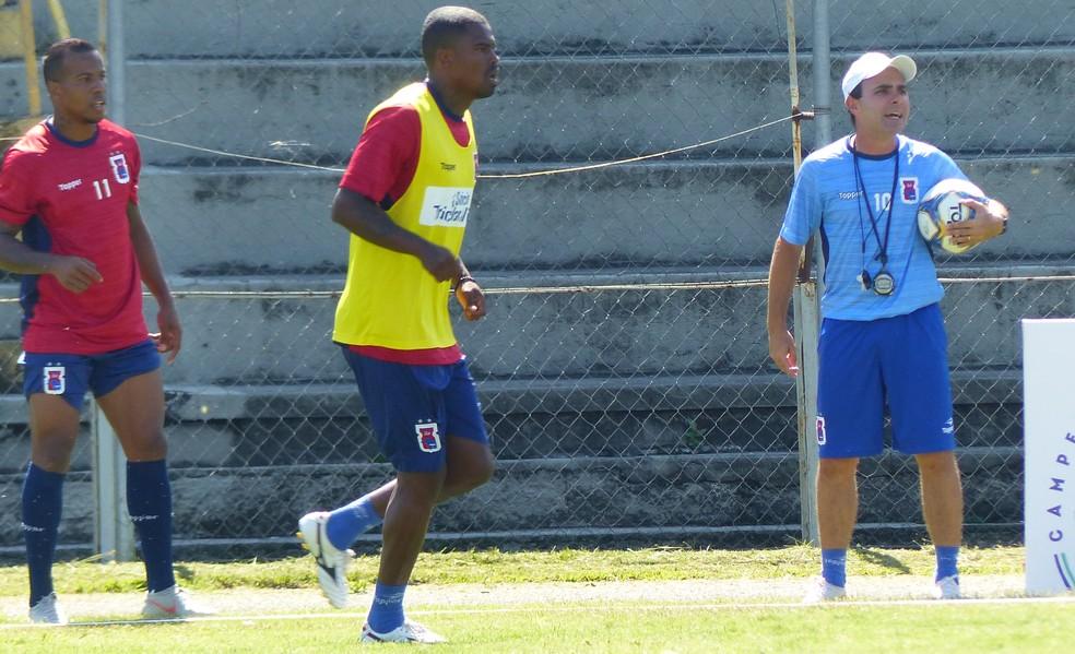 Maicosuel está treinando com o grupo, mas ainda não tem seu futuro definido — Foto: Monique Silva