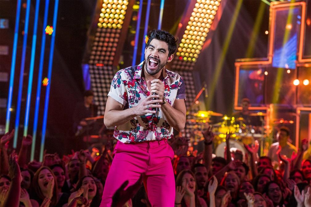 O cantor Gabriel Diniz canta no programa 'SóTocaTop', na TV Globo no Rio de Janeiro, em março de 2019 — Foto: Fábio Rocha/TV Globo