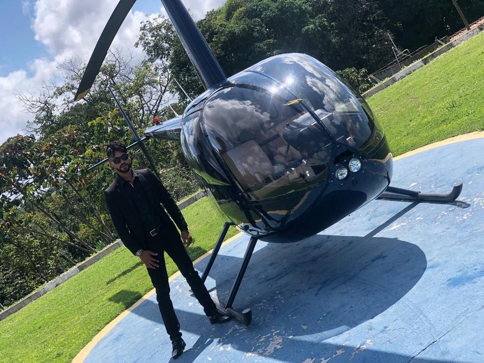 Nilvan contratou uma empresa de táxi aéreo e fez uma viagem de helicóptero na Bahia — Foto: Geovane Souza