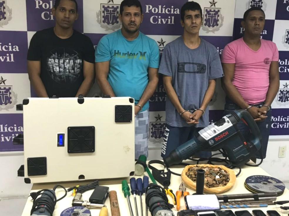 Grupo foi localizado em uma casa do bairro de Praia do Flamengo (Foto: Divulgaçao/SSP-BA)