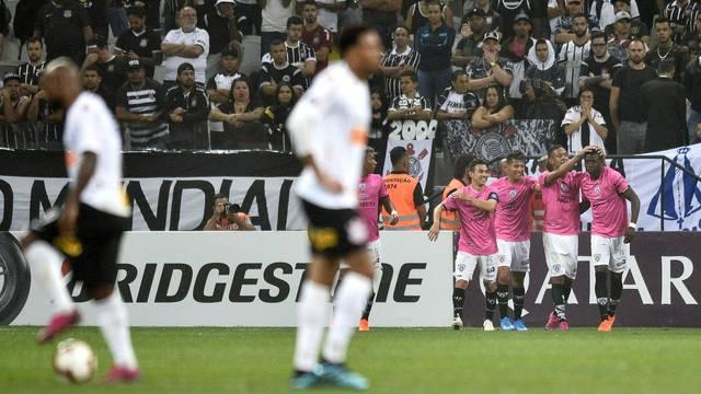 Jogadores lamentam o segundo gol do Del Valle