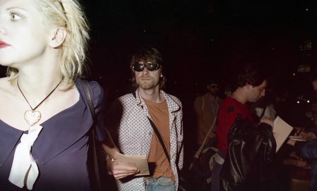 Courtney Love e Kurt Cobain na chegada a São Paulo, em 15 de janeiro de 1993